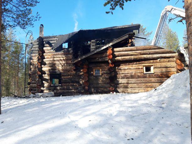 Kittilän Rakkavaaran alueella kolme ihmistä menehtyi tulipalossa.