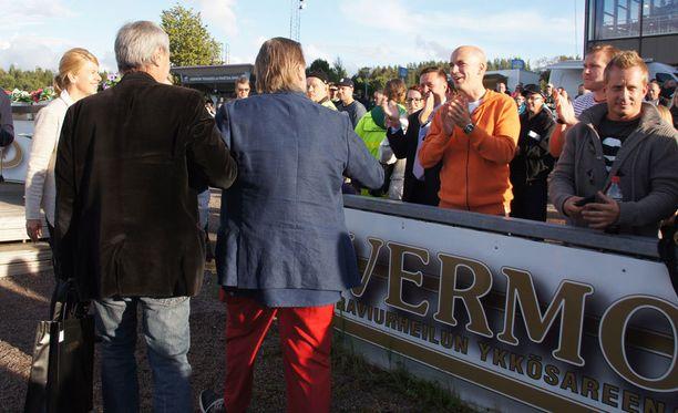 Lähes 6000 ihmistä hurrasi Vesku Loirille Vermon lauantai-illassa.