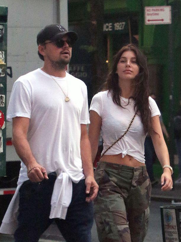 Leonardo DiCaprio käveli New Yorkin West Villagessa 20-vuotiaan rakkaansa kanssa.