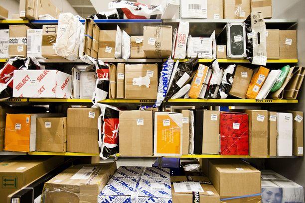 Posti muuttaa noin 700 paketti- ja verkkokauppaliiketoiminnassa työskentelevän ihmisen työehtoja.