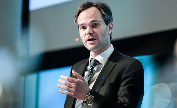 Kai Mykkänen nousi sisäministeriksi Paula Risikon (kok) paikalle.