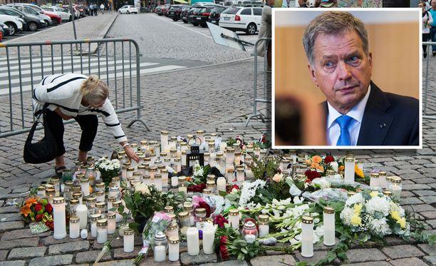 - Muistakaamme myös se rohkeus ja hyvyys, jota Turun torilla nähtiin. Sivustakatsojat pistivät oman elämänsä likoon pelastaakseen puukotuksen uhreja, Presidentti Niinistö sanoi lauantaina.