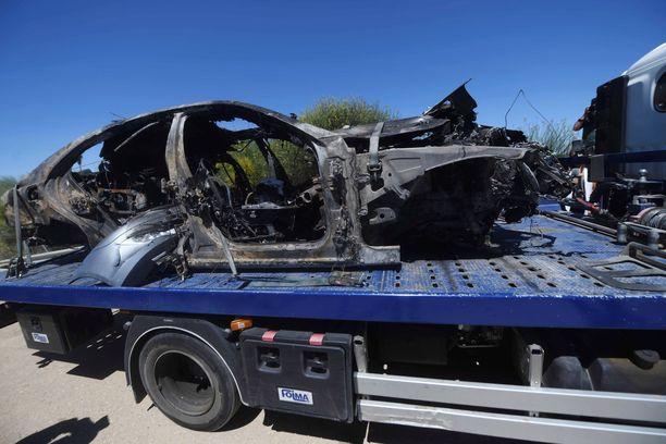 Turma-auto syttyi palamaan ulosajon jälkeen.