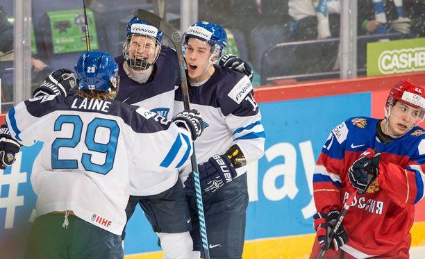Pikkuleijonien huippuvireiset hyökkääjät Patrik Laine (29), Jesse Puljujärvi (9) ja Aleksi Saarela (19) aikovat maksaa venäläisille potut pottuina tämän illan MM-finaalissa.