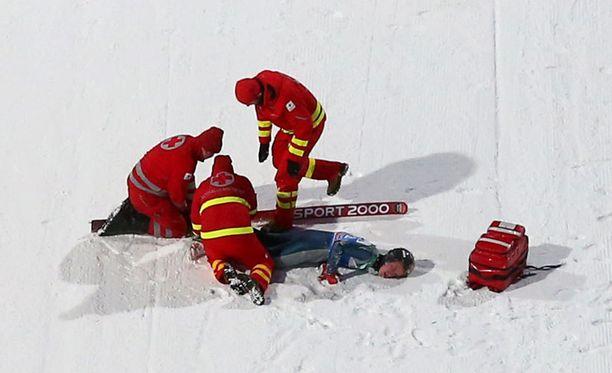 Nick Fairall loukkaantui Bischofshofenin kisan karsinnassa.