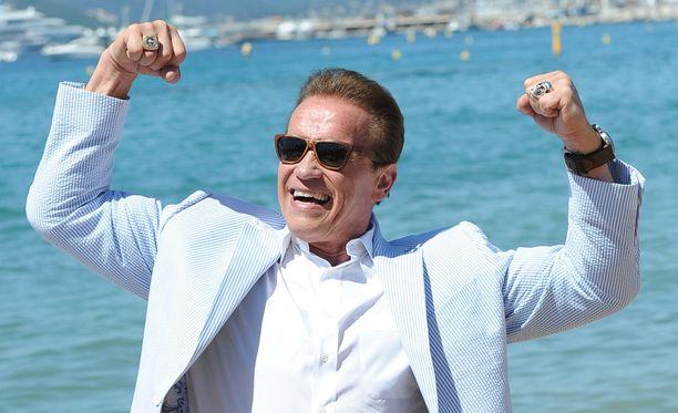 Cannesissa uutta Wonders Of The Sea 3D -dokumenttiaan mainostanut Schwarzenegger innostui poseeraamaan kuvaajille.