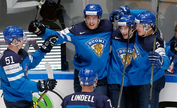 Leijonat juhlii Antti Pihlströmin 2-0-maalia.