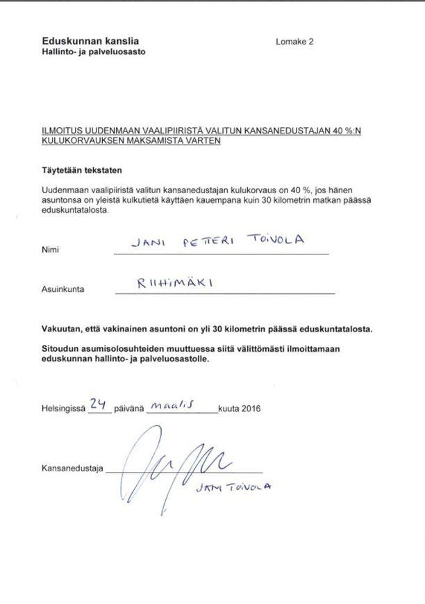 Toivola ilmoitti maaliskuussa 2016 eduskunnan hallinto- ja palveluosastolle asuvansa vakituisesti Riihimäellä. Naapurit eivät ole nähneet Toivolaa kahteen vuoteen.