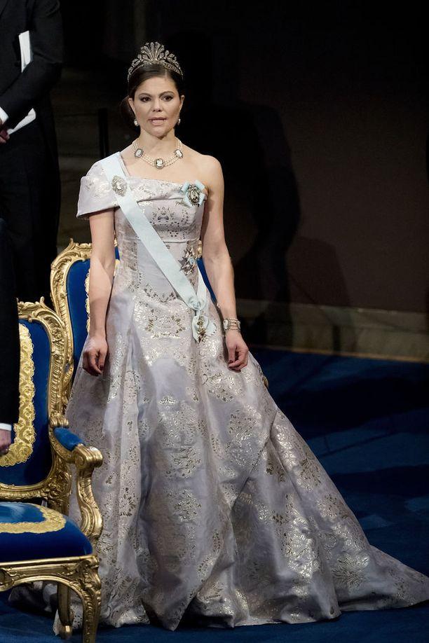 Kruununprinsessa Victoria hurmasi vuoden 2016 gaalassa kauniissa iltapuvussa.