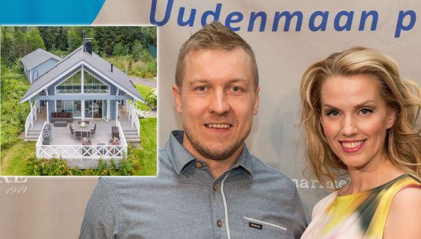 Niklas ja Piritta Hagman ovat laittaneet huvilansa myyntiin.