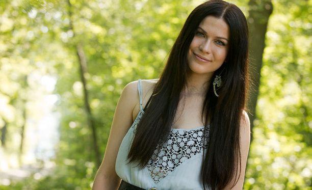 Jenni Vartiainen poseerasi Iltalehdelle viime viikonloppuna ennen Ruisrockin esiintymistään.