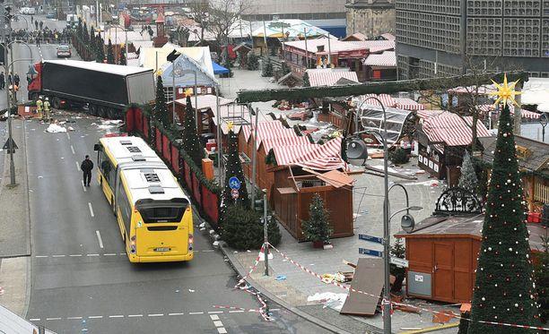 Berliinin Breitscheidplatzin aukio on jälleen avoinna yleisölle, kertoo Berliinin poliisi Twitterissä.