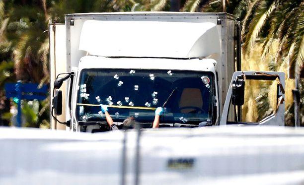 Ranskan hallitus on julistanut maahan kolmen päivän suruajan Nizzan terrori-iskun jälkeen.