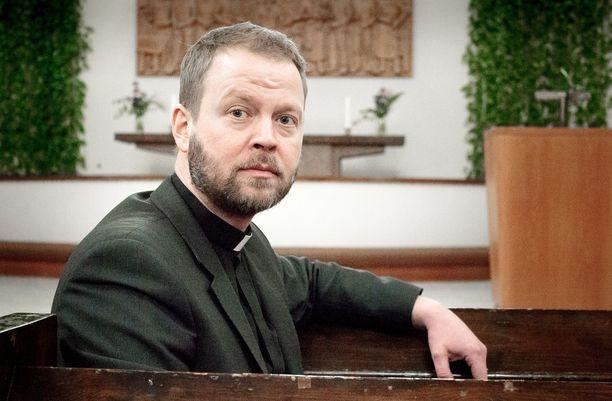 Helsingin piispa Teemu Laajasalo sanoo vierastavansa kovasti uskonnollisen vakaumuksen mittaamishenkeä.