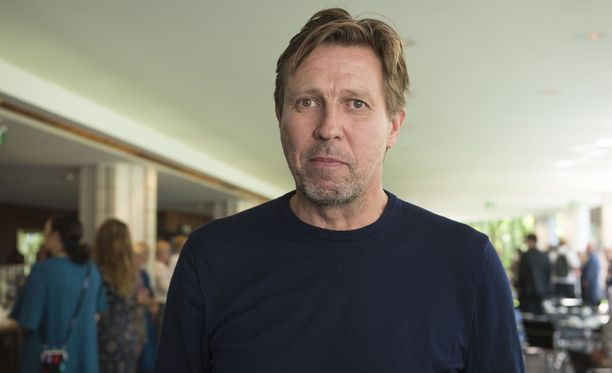 Pro Finlandia -palkittu näyttelijä Martti Suosalo on esittänyt Kiviä taskussa -näytelmää kohta jo 700 kertaa.