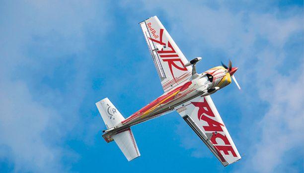 Taitolento yhdistää matalalla lentämisen ja kovaa lentämisen erilaisissa olosuhteissa.