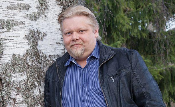 Kansanedustaja Jari Ronkainen sanoo tietävänsä lukuisia tapauksia, joissa vakuutusyhtiö on kiistänyt vammoja, joista on useammankin erikoislääkärin lausunto.