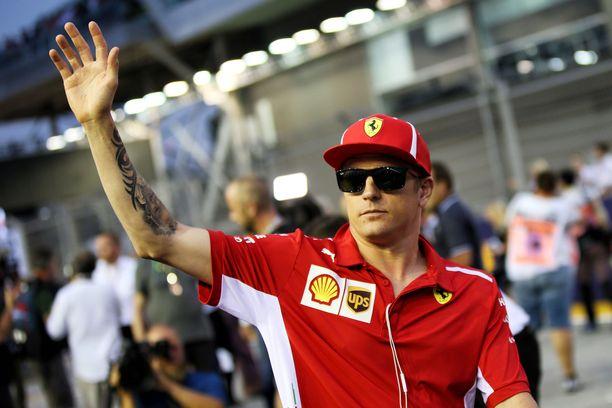 Kimi Räikkönen kävi perjantaina sovittamassa istuinta ja tapaamassa tallin johtoa Sauberin tehtaalla.