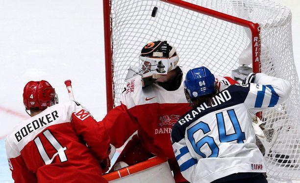 Mikael Granlund iski kaksi maalia puolivälierässä Tanskaa vastaan.