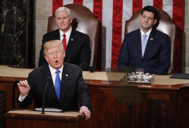 Kansakunnan tila -puheessa Trump korosti yhtenäisyyttä.