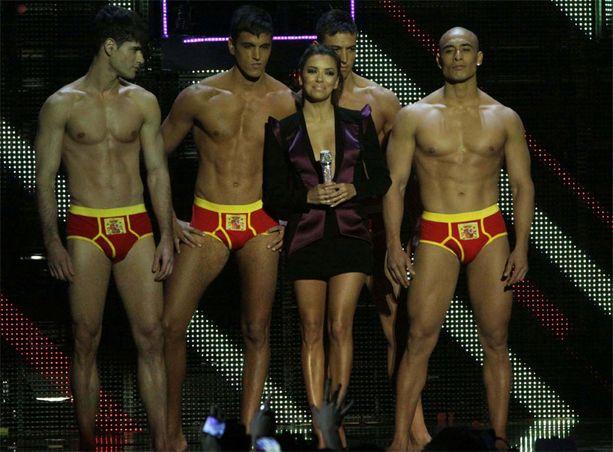 Eva Longoria juonsi edellisen MTV:n Europe Music Awards -gaalan Madridissa.