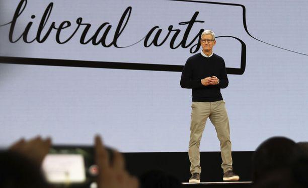 Applen toimitusjohtaja Tim Cook viime maaliskuussa.