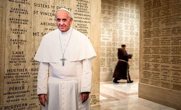 Ulkolinjassa ihmetellään paavi Franciscuksen hampaattomuutta. Hän vannoo nollatoleranssin nimeen, mutta vain puheissa. Kuvituskuva.