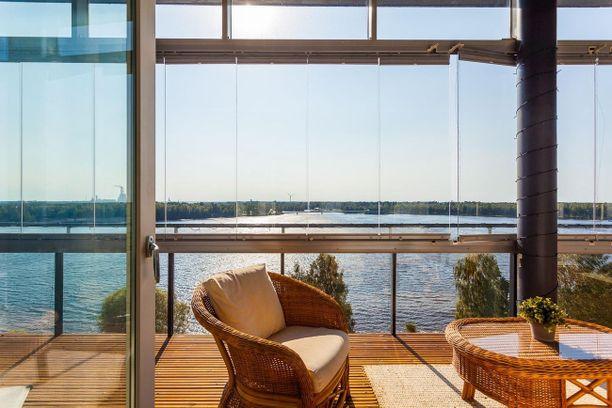 Tätä näkymää kelpaa ihastella! Oulussa sijaitsevan kerrostalon asunto on seitsemännessä kerroksessa ja näkymä on sen mukainen.