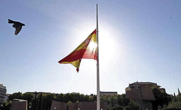 Espanjan liput liehuivat puolitangossa.