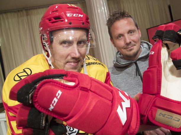 Jokereiden päävalmentaja Lauri Marjamäki (oik.) ja Marko Anttila edustivat seuransa kauden avaustilaisuudessa.