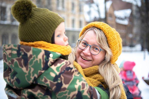 """Jenni Gästgivar kertoo tarinansa, koska avoimuus on hänestä ainoa tapa muuttaa yhteiskuntaa. """"Niin lahjasolulapsesta tulee normaali asia."""""""