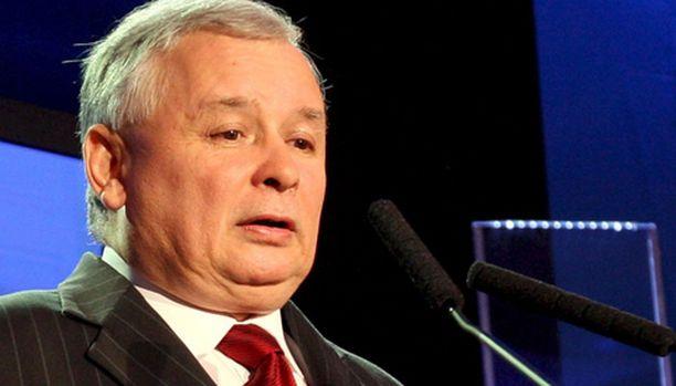 Puolan pääministeri Jaroslaw Kaczynski joutuu siitymään sivuun Puolan johdosta.
