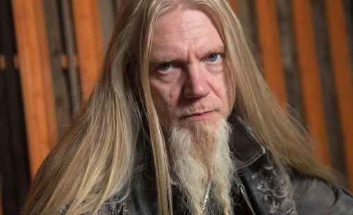 Marco Hietala ilmoitti suutuspäissään lähtevänsä bändistä.