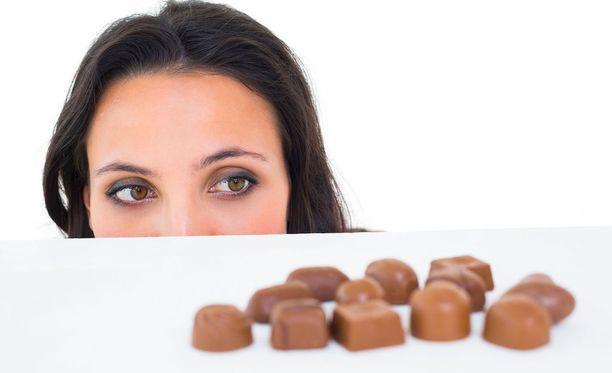 Ruokaan liittyviä mielihaluja voi suitsia.
