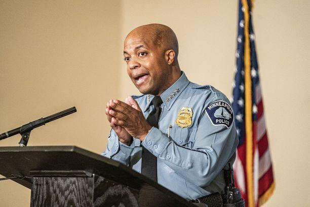 Poliisipäällikkö Medaria Arradondo totesi lautamiehistölle, että pakkokeinojen olisi pitänyt loppua George Floydin lopetettua vastustelu.