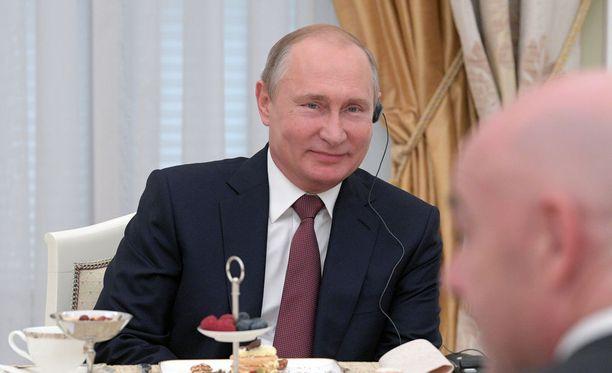 Vladimir Putin antaa odotuttaa itseään.