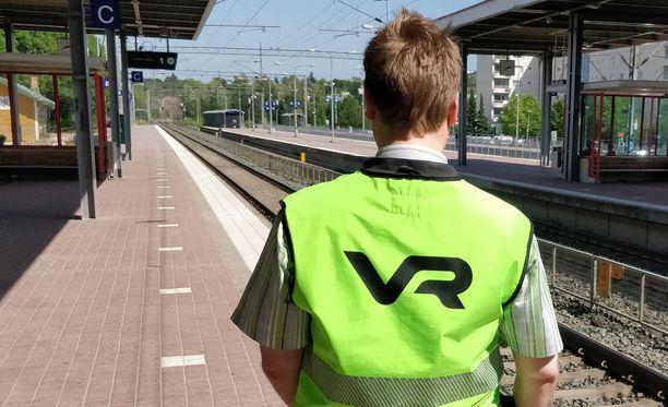 VR:n konduktöörit saivat matkustajalta kehuja tilanteen hoitamisesta. Kuvituskuva.