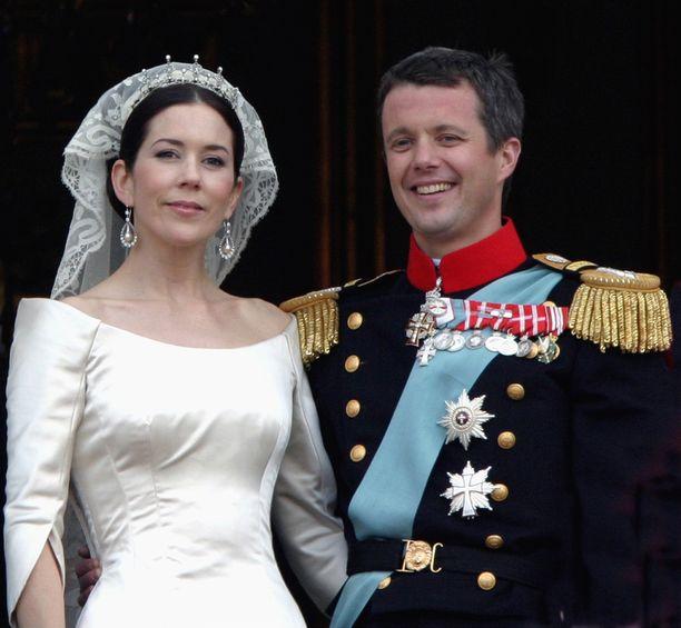 Tanskan prinssi Frederik meni naimisiin australialaisen Maryn kanssa vuonna 2004. Pari tapasi Sydneyn kesäolympialaisissa vuonna 2000. Heillä on neljä lasta.