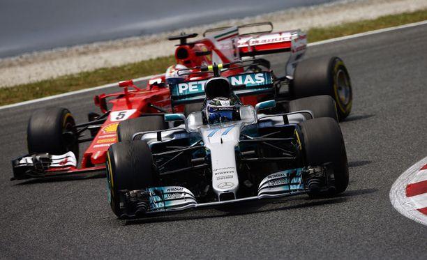 Sebastian Vettel koki joutuneensa Mersun taktikoinnin uhriksi.