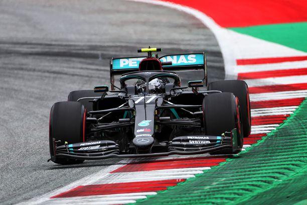Valtteri Bottas saa hyötyä Mercedes-tallin kehittämästä ohjausjärjestelmästä.