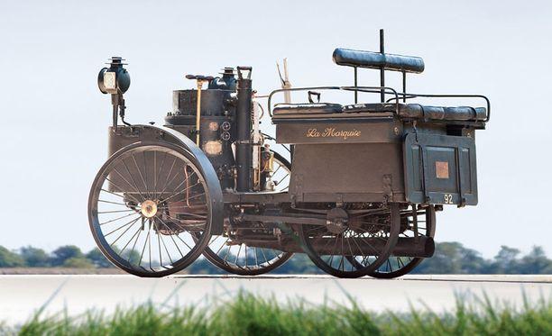 127 vuotta vanha auto on yhä toimivassa kunnossa.