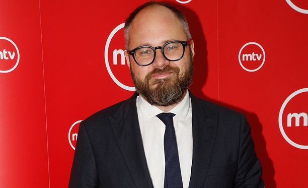 Tuomas Enbuske, 39, palaa televisioon 7.9.