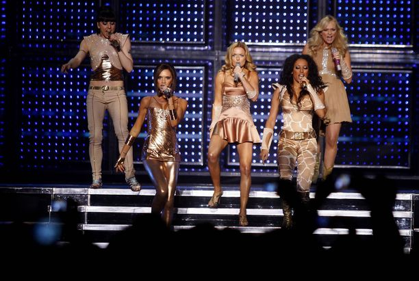 Spice Girls vuonna 2007. Kuvassa vasemmalta Mel C, Victoria Beckham, Geri Halliwell, Mel B ja Emma Bunton. Tässä kokoonpanossa yhtyettä ei ainakaan kevään kiertueellä nähdä.