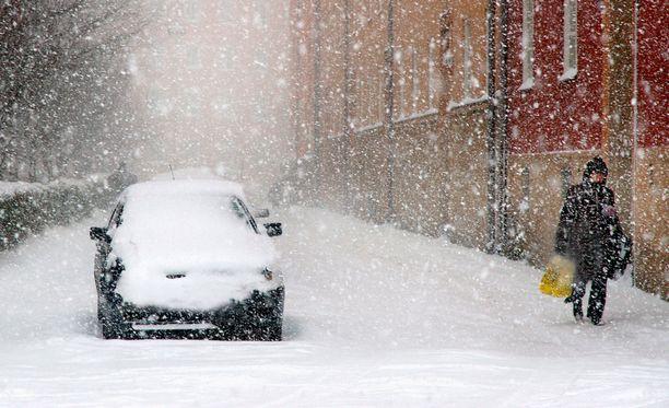 Ajokeli voi olla paikoin erittäin huono runsaan ja märän lumisateen vuoksi.