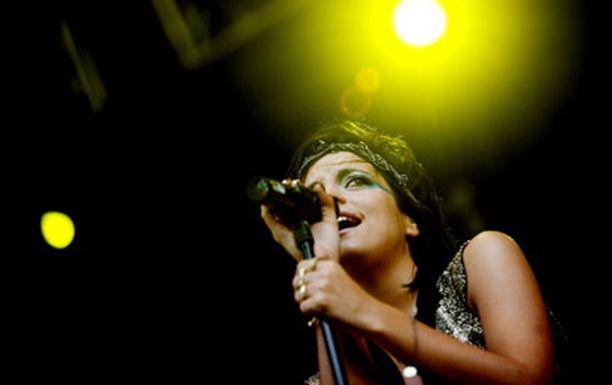 Lily nousi sunnuntaina lavalle Helsingissä kivuista huolimatta, vaikka epäilikin ennen keikkaa Twitter-päivityksessään, miten ikimaailmassa selviää illan konsertistaan.