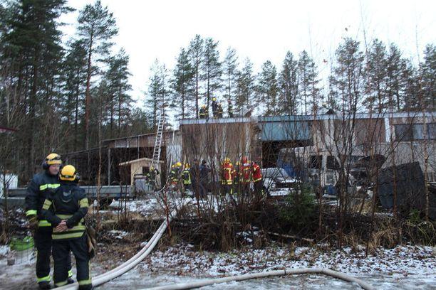 Tulipaloa oli sammuttamassa 14 pelastuslaitoksen yksikköä.