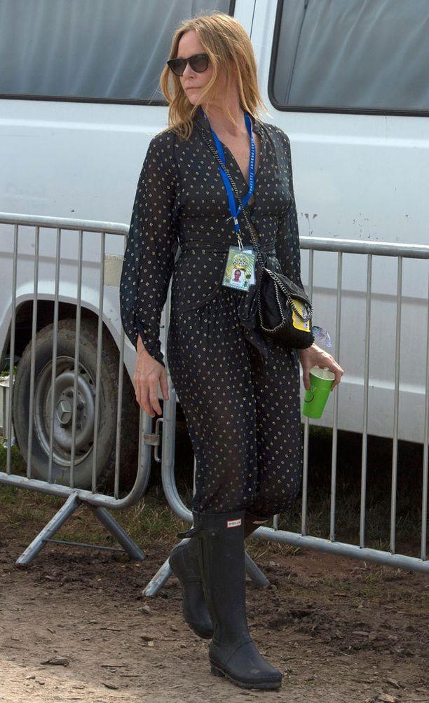 Muotisuunnittelija Stella McCartney yhdisti Hunterinsa rentoon jumpsuitiin.