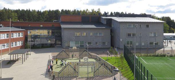 Loviisan keskustassa sijaitsevan Harjurinteen koulun oppilaat on siirretty jo aiemmin väistötiloihin sisäilmaongelmien takia. Ruokala sijaitsee vuonna 2014 valmistuneessa uudessa osassa.