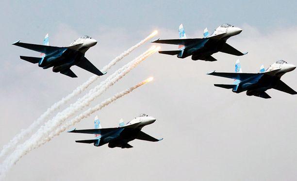 Koneista toinen oli samanlainen kuin kuvan suhoit. Tämä kuva otettu Venäjän puolustusvoimien ilmailunäytöksessä.