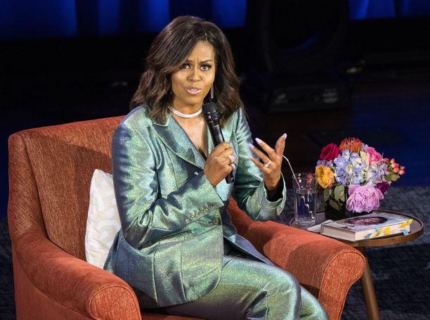 Michelle Obamalla on kokemusta julkisessa asemassa olemisesta, onhan hän edustanut puolisonsa rinnalla Yhdysvaltain ensimmäisenä naisena.